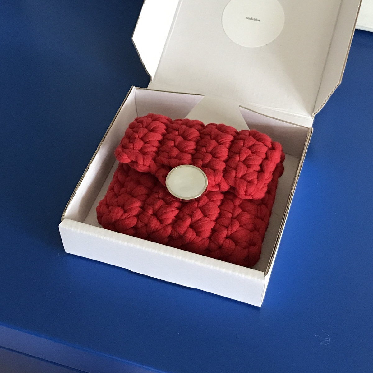 BUTTON CASE / red